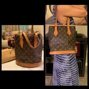 Louis Vuitton Bucket Pm shoulder/handbag
